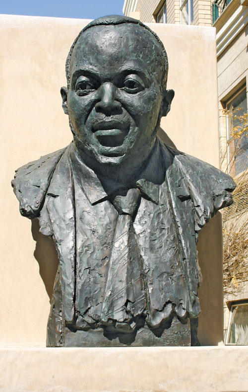 Dumo Mokwe, sculptor Mike Edwards