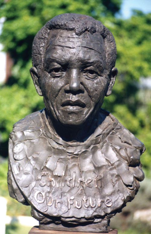 pres-nelson-mandela-1998.jpg, Sculptor Mike Edwards,portrait commission